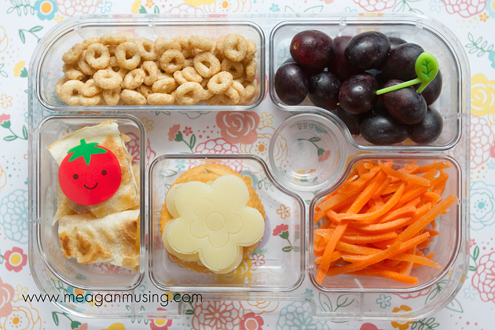 Simple Bento Lunches // #Yumbox for a preschooler
